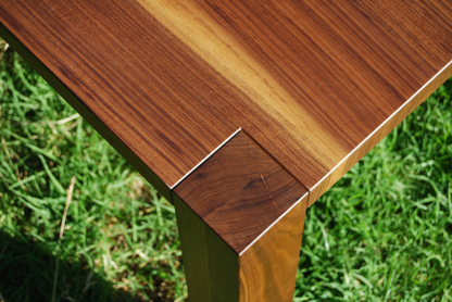 European Walnut Top and Leg Detail